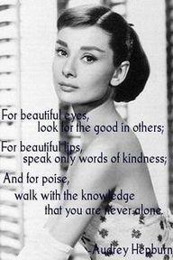 Para ojos hermosos,   busca lo bueno en los demás. Para labios hermosos, habla sólo palabras de bondad.  Y para el equilibrio, camina con el conocimiento, que nunca estás solo.
