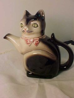 Vintage cat teapot (Germany)