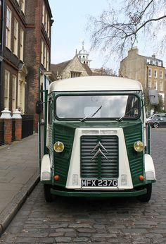 Citroen H Van: Charterhouse Square Photographer Curry15 also has a picure of a fine Morris Minor