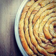 Κολοκυθόπιτα - Elpidas Little Corner Cypriot Food, Greek Pastries, Pitta, Apple Pie, Carrots, Cooking Recipes, Pumpkin, Vegetables, Desserts
