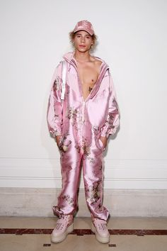 Fenty Puma by Rihanna, P-E 17 - L'officiel de la mode Fashion Week Paris, Look Fashion, Runway Fashion, High Fashion, Fashion Show, Fashion Outfits, Fashion Design, Haute Couture Style, Fenty Collection