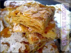 Msemen aux amandes crêpes marocaine feuilleter, fourré aux amandes et glacé au miel, cuit au four