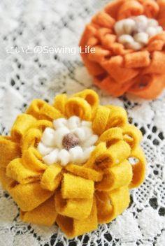 「フェルトのお花」のバリエーションを増やそう♪(作り方あり) Crafts For Girls, Diy For Girls, Diy And Crafts, Felt Flowers, Fabric Flowers, Crochet Headband Free, Felt Hair Clips, Baby Girl Quilts, Crochet For Boys