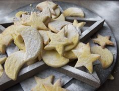 The mailänder cookie from Liechtensteinhe  is a wonderfully easy cookie to bake and you can make any variation you can think of quite easily. The mailänder cookie holds its shape well, so for Christmas you can use any shape cookie cutter you can get your hands on.