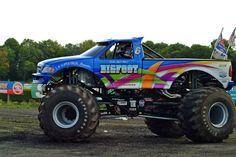 Slingshot & Bigfoot monster Trucks
