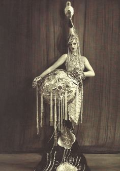 Dancer in the legendary Moulin Rouge, between 1910 and 1930