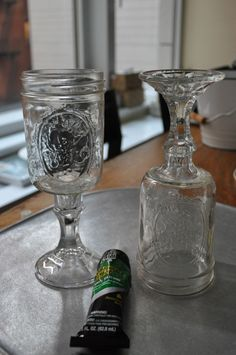 Court: DIY Redneck Wine Glasses - These are a must at my wedding :) Mason Jar Projects, Mason Jar Crafts, Mason Jar Diy, Bottle Crafts, Ball Mason Jars, Mason Jar Wine Glass, Wine Bottles, Redneck Wine, Diy Wine Glasses