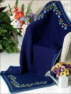 Midnight Floral Afghan free pattern--would make a beautiful wedding or first-house gift.