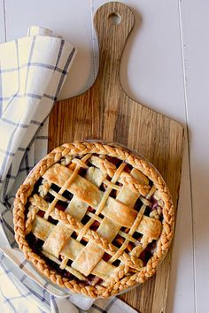 National Peach Pie Day brought me back to this lovely peach blueberry pie I made from Naturally Sweet Cookbook. Tart Recipes, Sweet Recipes, Peach Blueberry Pie, My Dessert, Galette, Aesthetic Food, Food Cravings, Fun Desserts, Eat Cake