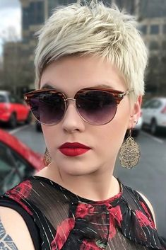 A messy but perfect short hair style. Are you dreaming of trying short pixie hairstyles? Then do it now! 2018 is just the right time for you to try out this hair styling. #shortpixiehairstyles #pixieh