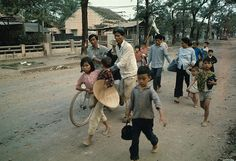 https://flic.kr/p/6F2x2j | U1583308 | 01 Feb 1968, Hue, South Vietnam --- Vietnamese Refugees Fleeing --- Image by © Bettmann/CORBIS