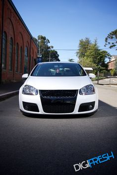 Golf Tips Driving Range Code: 6831283473 Golf Gti R32, Vw R32, Mk6 Gti, Car Volkswagen, Jetta Car, Golf Tips Driving, Jdm, Cars And Motorcycles, Cool Cars
