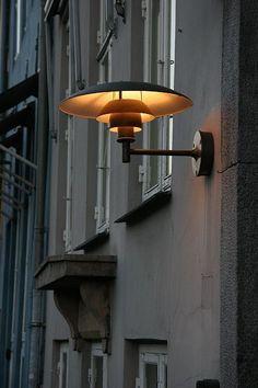 I need this enchanting industrial outdoor lighting Entrance Lighting, Outdoor Wall Lighting, Beautiful Interior Design, Beautiful Interiors, Lamp Design, Lighting Design, Danish Design, Lamp Light, Floor Lamp