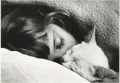 tumblr sleeping girl cat - Buscar con Google