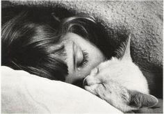 tumblr sleeping girl cat - Buscar con Google
