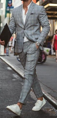 Dashing Grey Checks Suit For Men
