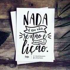 Nada é em vão, se não é benção é lição! Lettering Tutorial, Lettering Design, Diy Letters, Letter E, Calligraphy Letters, Typography Quotes, Words Quotes, Booklet, Quotes To Live By