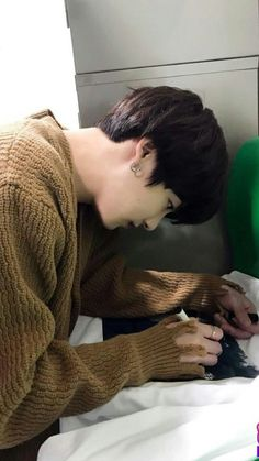 ❝ you're just jealous that your brother's hotter than you. Jungkook Jeon, Kookie Bts, Jungkook Oppa, Yoongi, Foto Jungkook, Foto Bts, Bts Bangtan Boy, Bts Boys, Jung Kook