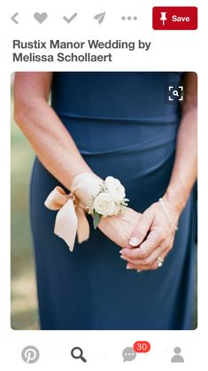 ideas for diy wedding corsage grandmothers Wrist Corsage Wedding, Wedding Bouquets, Wrist Corsage Diy, Diy Corsages, Wrist Corsage Bracelet, Prom Flowers, Wedding Flowers, Floral Wedding, Diy Wedding
