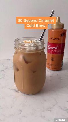 Bebidas Do Starbucks, Starbucks Drinks, Starbucks Caramel Iced Coffee Recipe, Cold Brew Coffee Recipe Starbucks, Starbucks Pumpkin, Iced Coffee Drinks, Healthy Iced Coffee, Homemade Iced Coffee, Drink Recipes