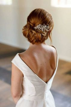 Bruidskapsel Klassiek opgestoken Face & Art   Face & Art Cool Haircuts For Girls, Roaring 20s Wedding, Bridal Hair Updo, Face Art, Wedding Makeup, Bridal Style, Updos, Wedding Styles, Wedding Hairstyles