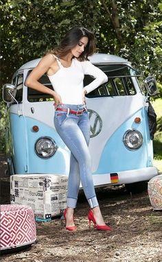Volkswagen Transporter, Volkswagen Minibus, Vw T1, Bus Girl, Vw Vintage, Busse, Vw Cars, Vw Camper, Car Girls