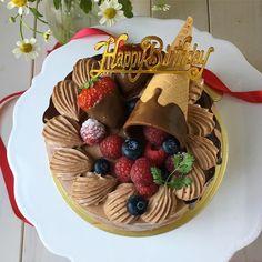 娘のバースデーケーキ リクエストのチョコレートケーキですココアジェノワーズで中3段いちごサンドグラサージュたらりんしてみたけど難しいー  毎年子供たちのバースデーケーキはケーキ屋さんにキャラクターケーキを頼んでいるんだけど今年からママが作ったケーキがいいと言うので作りました さすがに11歳はもうキャラクターケーキじゃないよね  2日間に渡る壮絶な難産からはや11年 産後の第一声は二度と産まないだったわたし 3年後の息子の出産のときは陣痛に気づかずこんなの陣痛じゃないと思うけどいちおう行って見るかとコンビニに寄り道してパン買ってから病院行ったらもう産まれちゃうと助産師さん あ今パン買って来ちゃったんで食べてからでもいいですかって言ってパン食べてから産みました  女って強い  これからバースデーパーリィの準備しますっ  #デコレーションケーキ#バースデーケーキ#ホールケーキ#チョコレートケーキ#ドリップケーキ#cotta#クッキングラム#クッキングラムアンバサダー#おうちごはん#おうちカフェ#デリスタグラマー#ロカリ#マカロニメイト#igersjp…