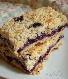 Easy Blueberry Crumb Bars Recipe via Blueberry Crumb Bars, Blueberry Desserts, Just Desserts, Blueberry Squares, Blueberry Crunch, Blueberry Picking, Yummy Treats, Sweet Treats, Yummy Food