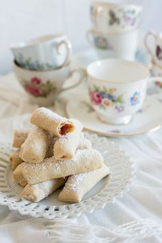Deditos de Novia Recipe (Sugar-Coated Guava Biscuits): A great recipe to accompany the afternoon coffee (or tea). These Deditos de Novia (Sugar-Coated Guava Biscuits) are fairly easy to prepare. Finger Desserts, Small Desserts, Guava Recipes, Sweet Recipes, Baking Recipes, Cookie Recipes, Dessert Recipes, Guava Cookies Recipe, Guava Paste