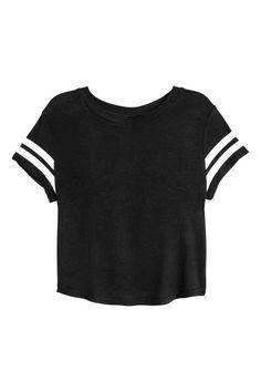 T-shirt met print: Een crop top van zacht, glanzend, geribd viscosetricot met een print vooraan en korte mouwen.