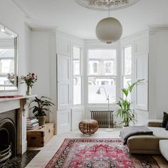 Wohnen & Innenarchitektur At home in France with the food writer Mimi Thorisson Victorian Terrace Interior, Victorian House Interiors, Victorian Living Room, Victorian Townhouse, Garden Ideas Victorian Terrace, My Living Room, Living Room Interior, Home And Living, Living Room Decor