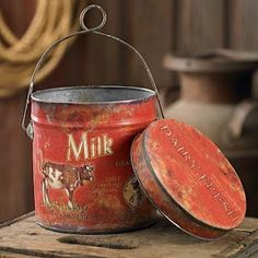 Love this red milk & cow themed vintage tin. Perfect for a vintage inspired kitchen and for Christmas or Valentine's Day decorating, too. Vintage Baking, Vintage Tins, Vintage Love, Vintage Kitchen, Vintage Antiques, Vintage Props, Vintage Stuff, Vintage Stores, Vintage Farm