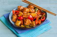 Porc dulce acrisor cu ananas este unul dintre cele mai indragite feluri de mancare din Europa atunci cand vine vorba despre bucataria chinezeasca. Acest fel de mancare imbina perfect aromele dulci date de catre dulceata ananasului cu cele acrisoare date de catre otetul de vin. China Food, Sweet Tooth, Chinese, Asian, Ethnic Recipes, Cheesecake, Pork, Pineapple, Chinese Food