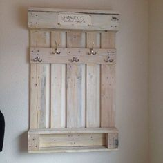 Use Pallet Wood Projects to Create Unique Home Decor Items – Hobby Is My Life Pallet Crafts, Diy Pallet Projects, Home Projects, Wood Crafts, Woodworking Projects, Pallet Walls, Pallet Shelves, Decoration Palette, Palette Deco