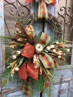 23 Inspiring Handcrafted Fall Wreath Ideas For Front Door Thanksgiving Wreaths, Autumn Wreaths, Holiday Wreaths, Holiday Decor, Wreath Fall, Halloween Wreaths, Spring Wreaths, Wreath Crafts, Wreath Ideas