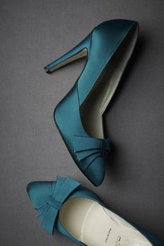 Love the color! Perfect if we go with ocean/water themed colors for the wedding. If only they came in my size...