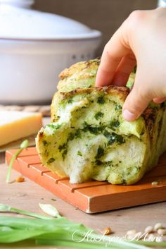 Wild garlic bread – Recipes And Desserts Grilled Pizza Recipes, Grilled Bread, Grilling Recipes, Bread Recipes, Egg Recipes, Quick Chicken Recipes, Garlic Recipes, Healthy Recipes, Herb Bread