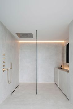 Govaert and Vanhoutte create bachelor pad with underground club near Ghent Minimalist Bathroom Design, Bathroom Design Luxury, Minimalist Home Decor, Bathroom Taps, Bathroom Countertops, Washroom, Bathroom Ideas, Villa Design, Design Hotel