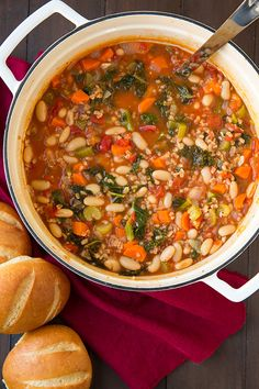 Mediterranean Kale Cannellini and Farro Stew - this soup tastes so incredibly delicious and it's so healthy!