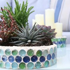 I am obsessed with this DIY upcycle! old Christmas cookie tins become fabulous succulent planters! Diy Craft Projects, Diy Crafts, Craft Ideas, Decor Ideas, Backyard Projects, Outdoor Projects, Craft Tutorials, Garden Projects, Mosaic Planters