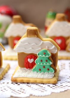 butter hearts sugar: Gingerbread House Stand Up Sugar Cookies ♥ Dessert Christmas Sweets, Christmas Gingerbread, Christmas Cooking, Christmas Goodies, Gingerbread Cookies, Gingerbread Houses, Halloween Christmas, Christmas Tree, Holiday Treats