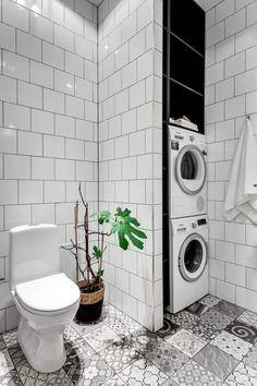 19 Most Beautiful Vintage Laundry Room Decor Ideas (eye-catching looks) Laundry Bathroom Combo, Laundry Room Wall Decor, Laundry Room Signs, Laundry Room Organization, Small Bathroom, Vintage Laundry, Toilet Storage, Amazing Bathrooms, Bathroom Interior