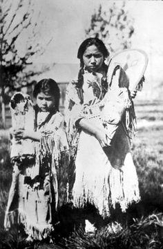 Nez Perce girls - 1900