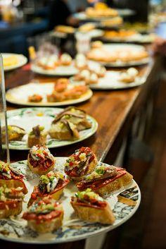Ah, Spain. Basque Food, Tapas Bar, Basque Country, Food Places, Spanish Food, Snacks, Malaga, Catering, Good Food