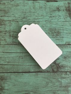 Pack of 25 blank gift tags. These are great to add a little personalized touch to any gift; Christmas, Birthdays, weddings, graduation, and so