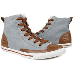 The vintage spirit of this high top is translated in a soft leather or beautiful faded canvas with leather details. Old look with today's comfort.