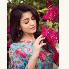 Anju Kurian is an Indian film actress who appears mainly in Malayalam films. Kavi Uddheshichathu and the 2018 film Njan Prakashan. . Follow us at instagram @reelpettiofficial www.reelpetti.com . #priyankamohan #reelpetti #reels #reelpetty #reelsinstagram #actressgallery #actress #tamilactress #kollywoodactress #tamilcinema #cinemagallery #cinewoods #tollywood #mollywood #behindwoods #டோலிவுட் #கோலிவுட் #ரெஜினா #சினிமா #சினிமாசெய்திகள் #தமிழ் சினிமா #தமிழ்ஆக்டர்ஸ் #தமிழ்நடிகைகள் Beautiful Blonde Girl, Beautiful Girl Photo, Cute Girl Photo, Beautiful Girl Indian, Most Beautiful Indian Actress, Beautiful Actresses, Beautiful Saree, Indian Photoshoot, Photoshoot Pics
