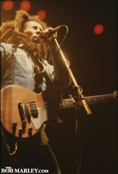 Bob Marley in concert Bob Marley Legend, Reggae Bob Marley, Bob Marley Pictures, Marley Family, Jah Rastafari, Robert Nesta, Nesta Marley, The Wailers, Reggae Music