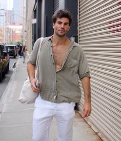 10 Best Casual Shirts For Men That Look Great! - - These best casual shirts for men will help you upgrade your wardrobe without breaking the bank. Every man should want to look better. These tips will help. Best Casual Shirts, Stylish Shirts, Casual Look Men, Teaching Mens Fashion, Black Suit Men, Look Man, Stylish Mens Outfits, Mens Linen Outfits, Nyfw Street Style