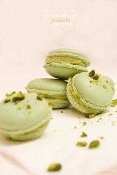 Des macarons pistache pour le thé... Pistachio Macaroons for Tea Time